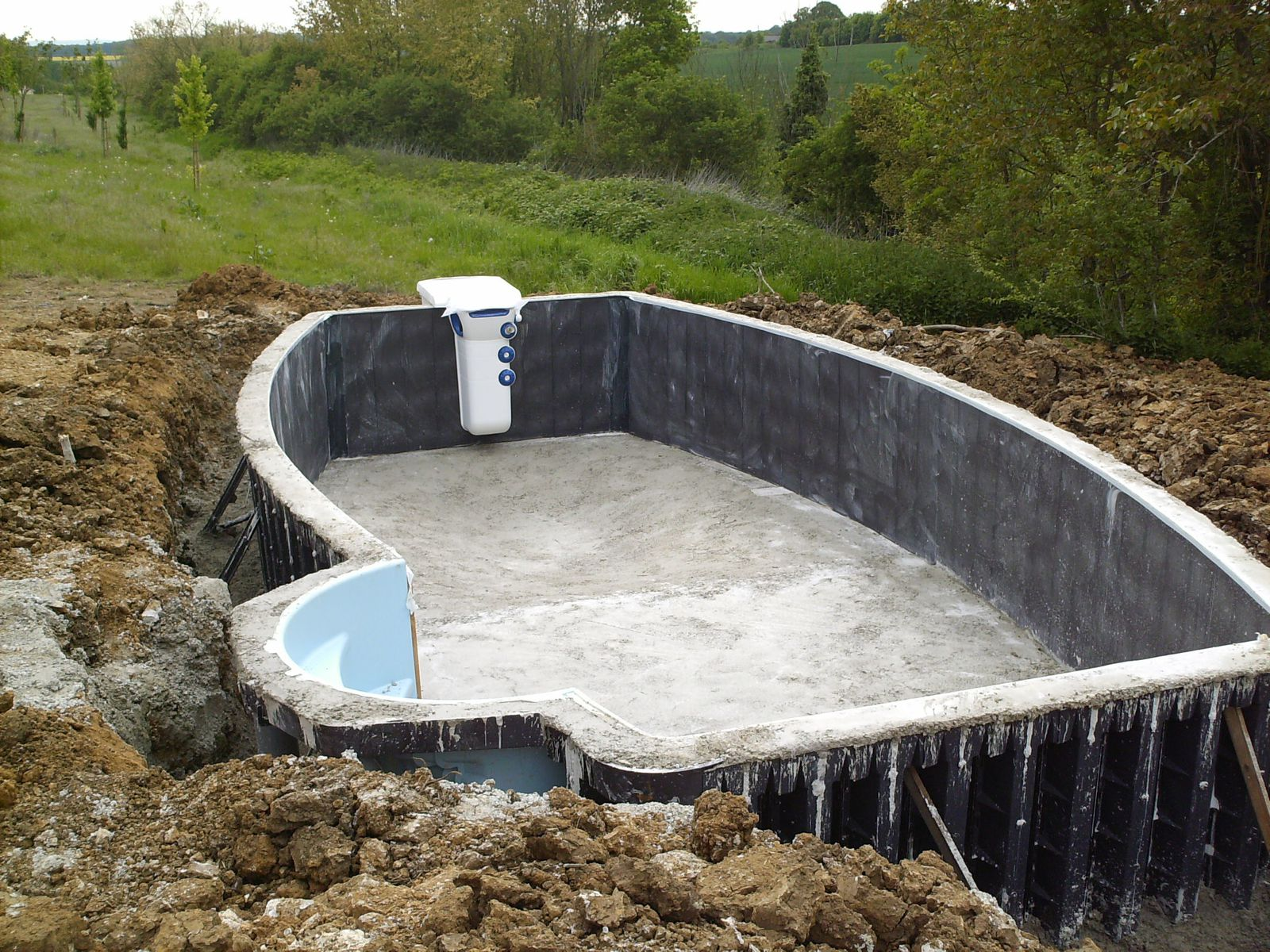 B ton piscine maison ecureuil de m m s for Construction piscine france