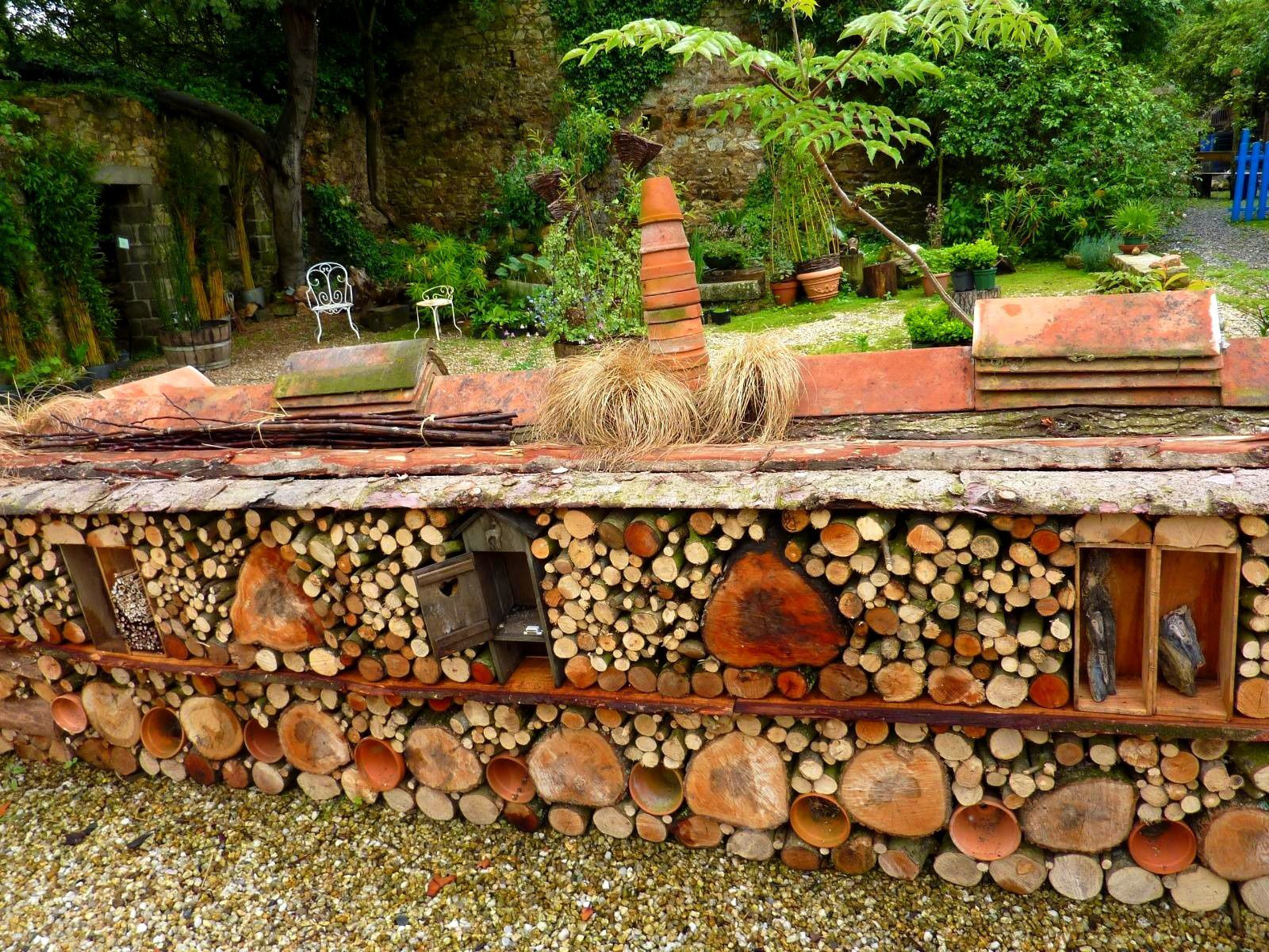 Insect hotel my youngest grand son 39 s would love this for Jardin 63