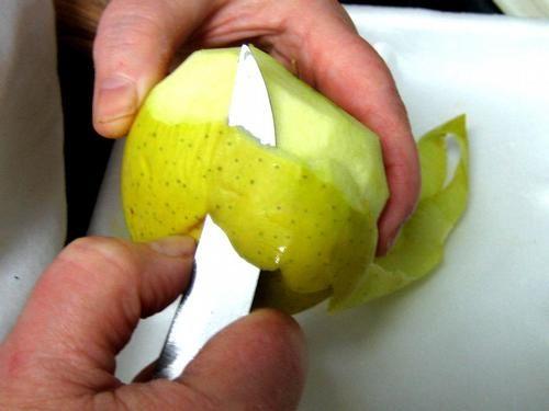 chapon-aux-pommes-et-legumes-avec-sauce-au-champagne-et-arm.jpg