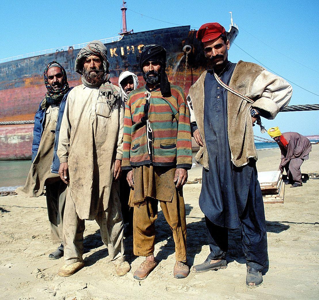Pakistan Gaddani Le Cimetiere Des Geants De La Mer Chroniques