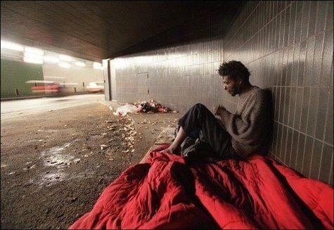 Les-SDF-doivent-quitter-le-tunnel-des-Halles-a-Paris articl