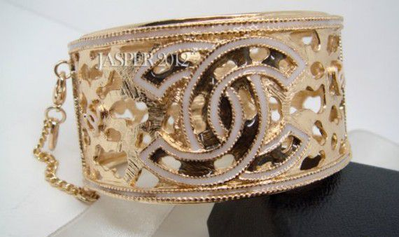 ch-hollowed-out-bracelet-with-logo-gold-white-d838.JPG