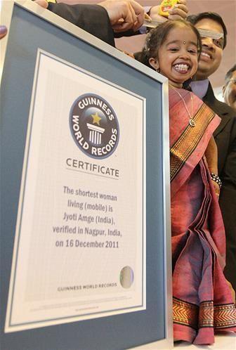 Jyoti-Amge--19-ans--indienne-la-plus-petite-femme-du-monde.jpg