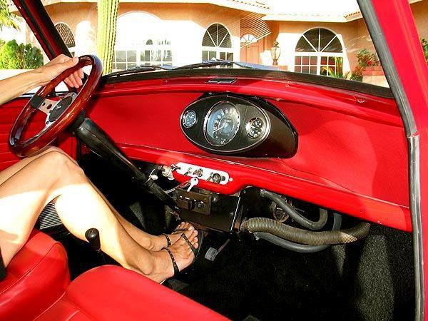 souvenirs d avenir mini la petite histoire d une grande voiture. Black Bedroom Furniture Sets. Home Design Ideas