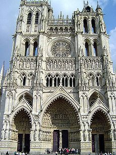 230px-Cathedral of Amiens front