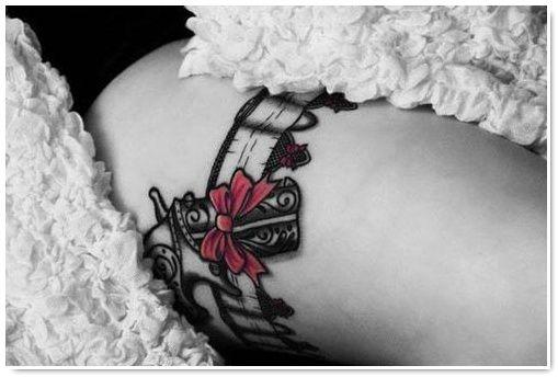 Le tatouage jarretière