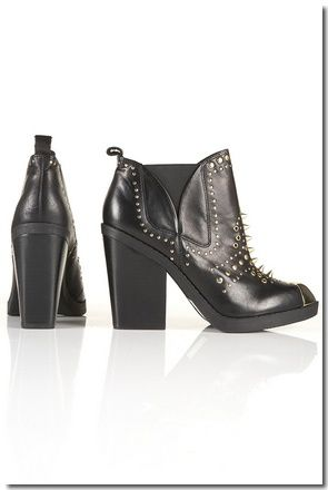 BOTTINES À CLOUS DORÉS AGGRO : € 111,00