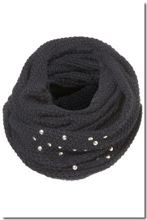 SNOOD GRUNGE CLOUTÉ : € 23,00
