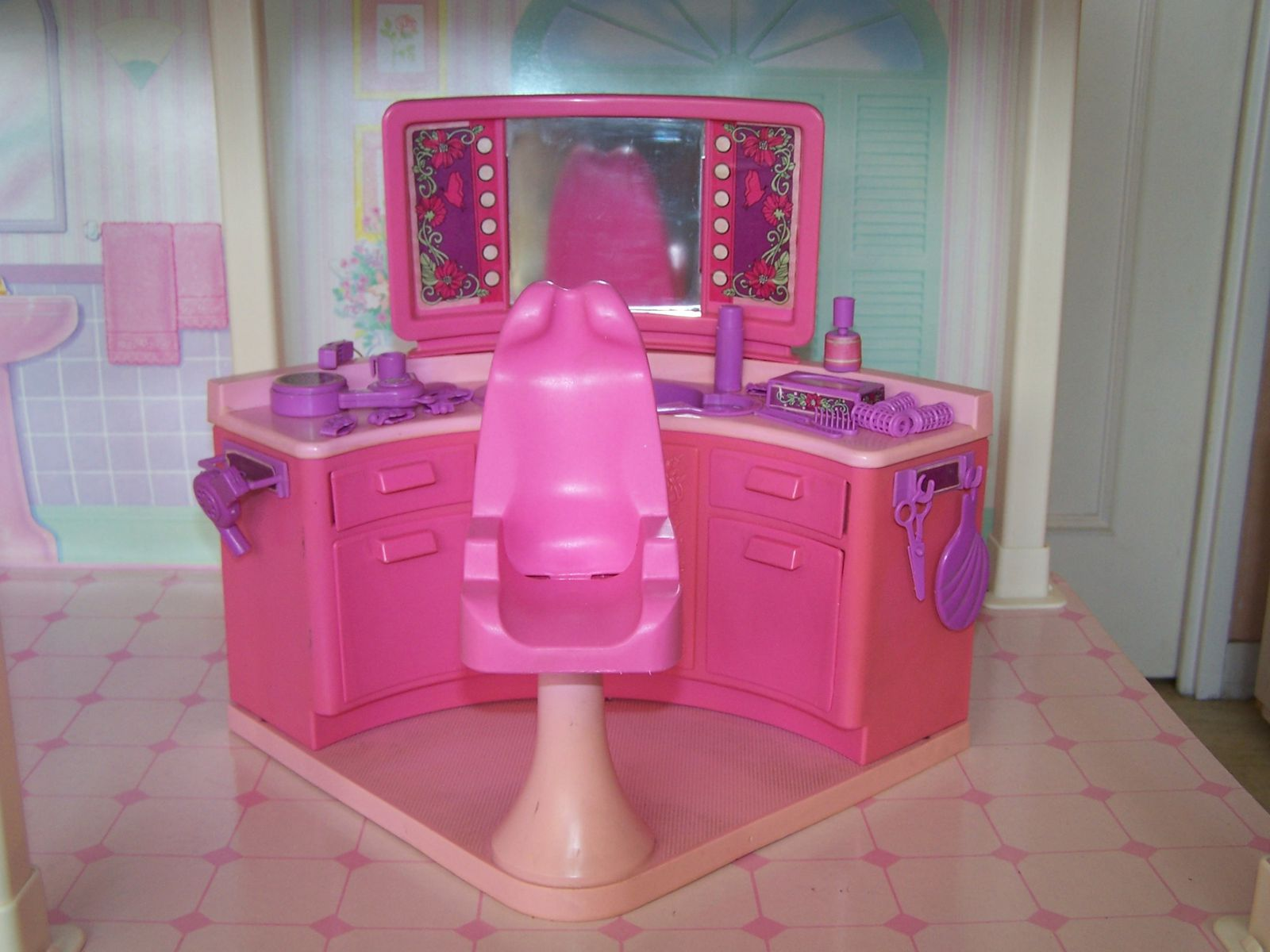 Barbie mattel playsets et mobilier les p 39 tits for Salon de coiffure barbie