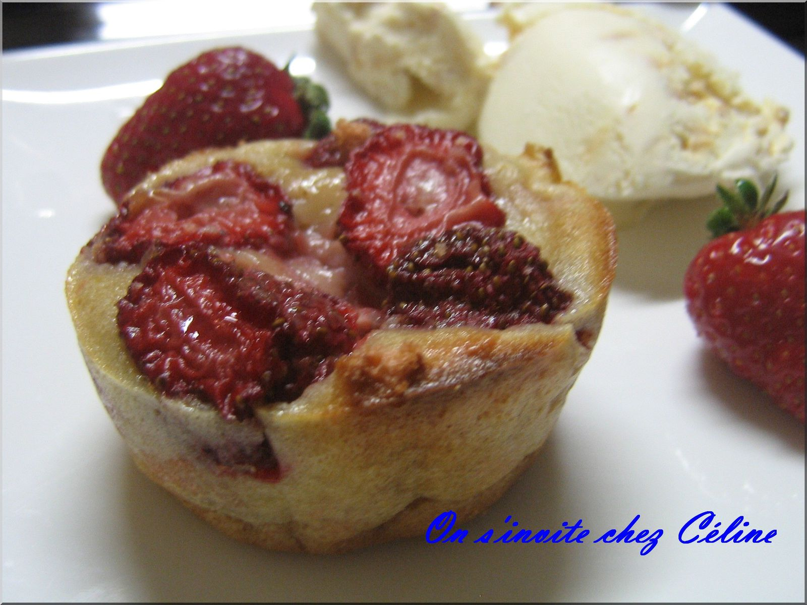 clafoutis de fraises sur un lit de biscuits de reims on. Black Bedroom Furniture Sets. Home Design Ideas