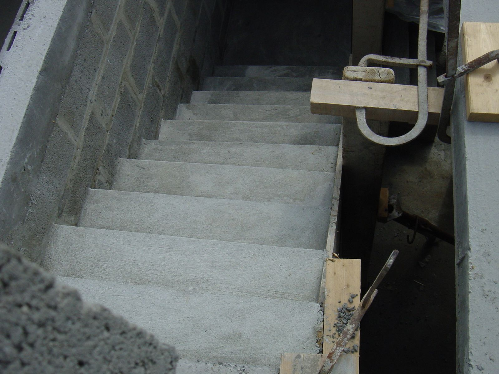 Escalier b ton soucis construction maison iso confort for Dalle beton finition quartz