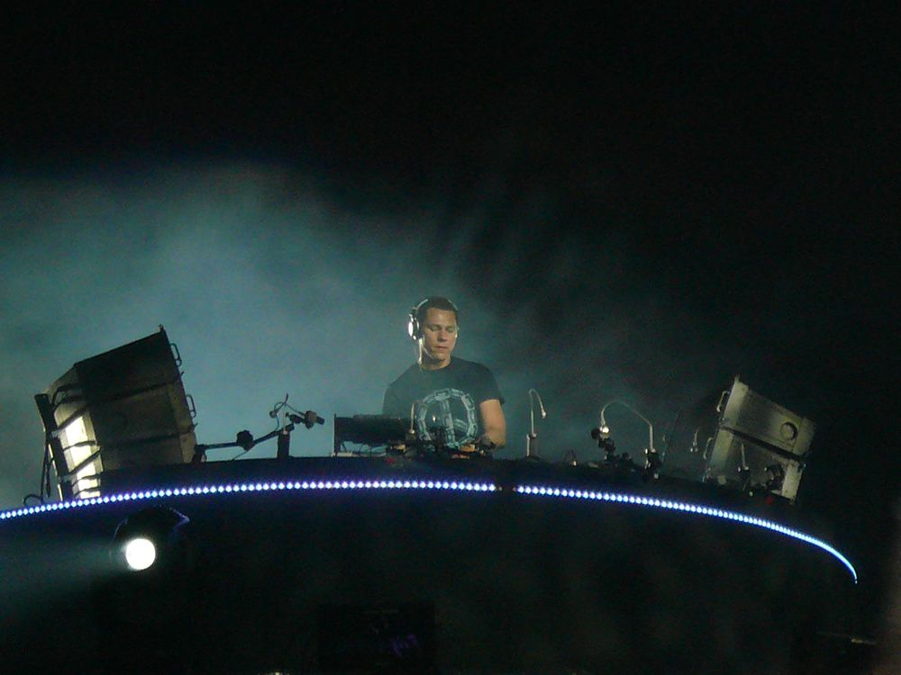 Tiësto unighted Paris France 05 july 2008 (3)