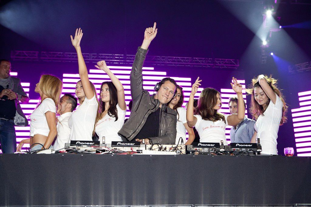 Tiësto DJing Guess 30th anniversary party! (4)