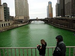 Chicago_River_St_Patricks_Day_08.jpg