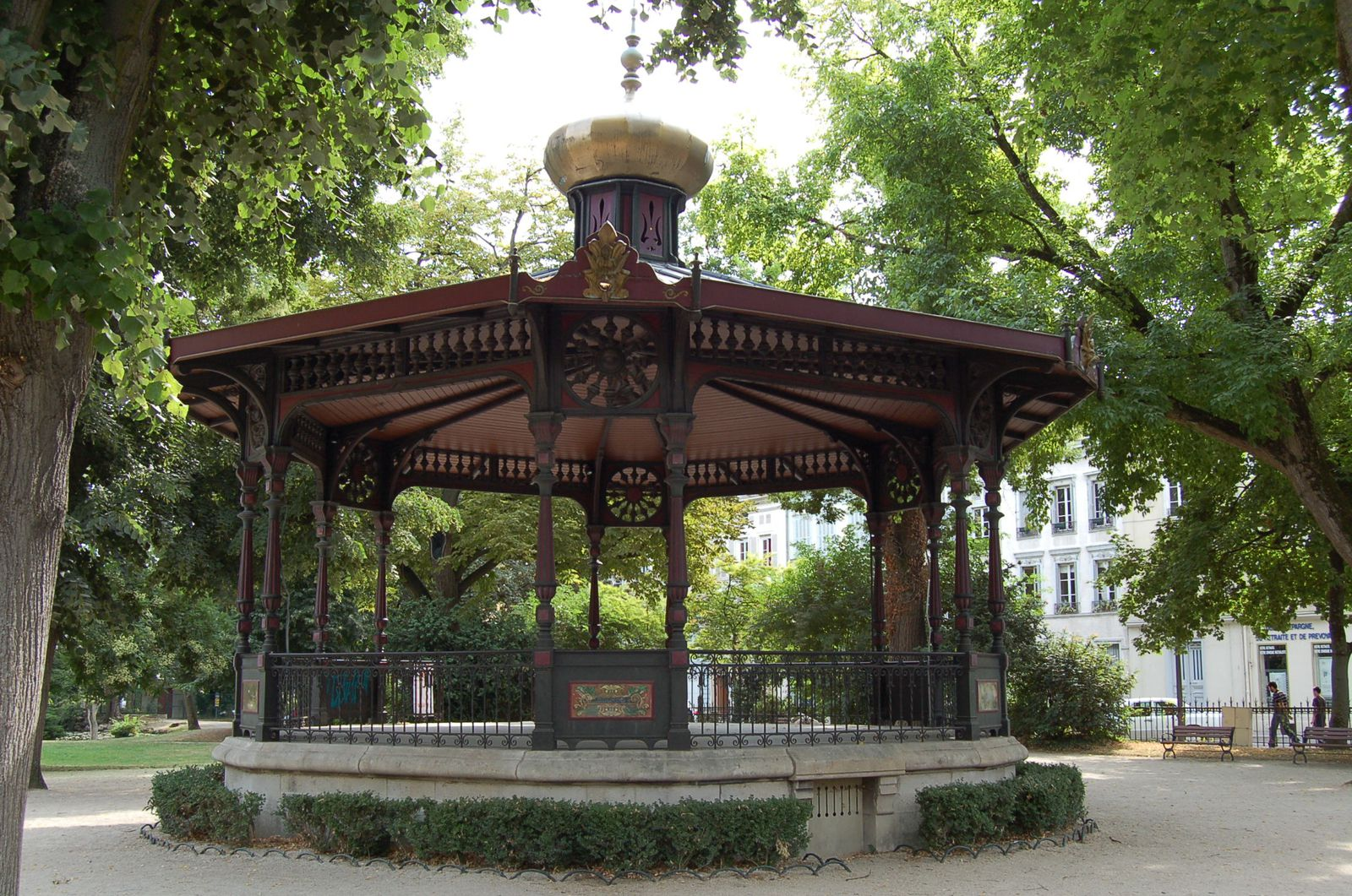 kiosque jardin ancien. Black Bedroom Furniture Sets. Home Design Ideas