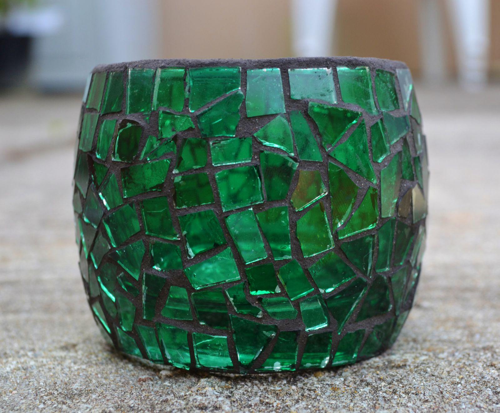 photophore en mosa que de cristal vert malacrea. Black Bedroom Furniture Sets. Home Design Ideas