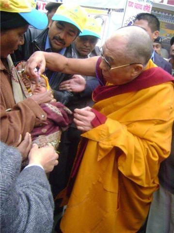 dalai lama vaccin polio photo 1
