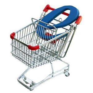 Caddie de supermarché avec un gros ecommerce à l'intérieur