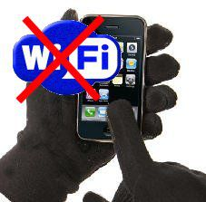 iPhone dans des mains gantées avec symbole Wifi barré d'une croix rouge