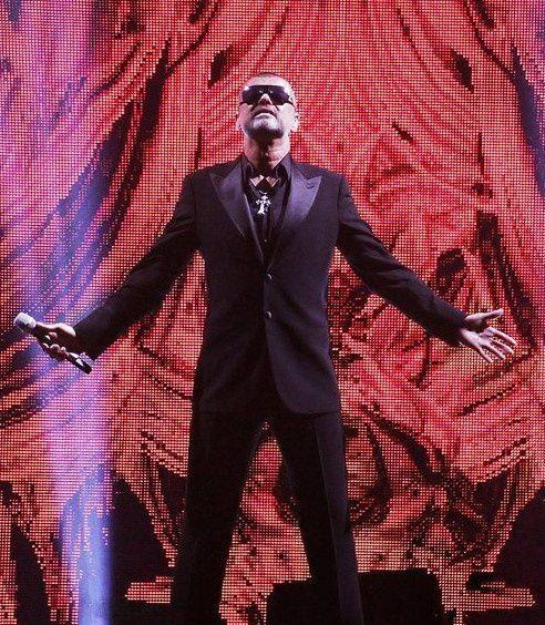 george-michael-performing-his-symphonica-tour-at_5916839.jpg