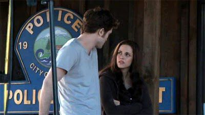 twilight-saga-eclipse-robert-pattinson-kristen-stewart-long.jpg