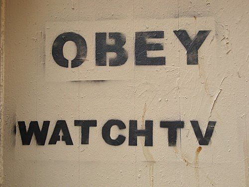 Beaubourg-street-art-obey-watch-Tv-2.jpg