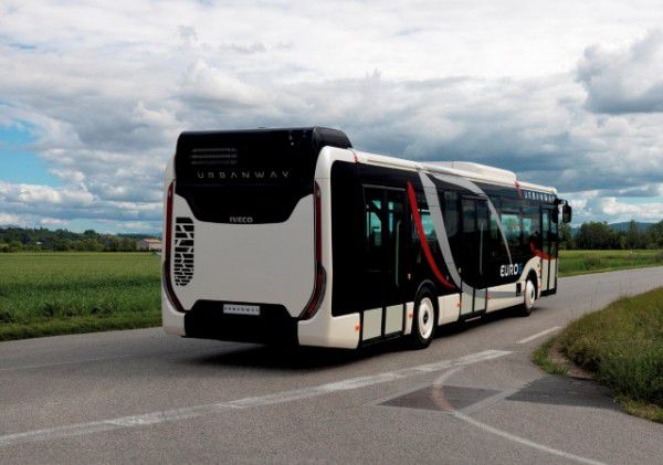 Iveco-Bus-UrbanWay-arriere-600x421.jpg