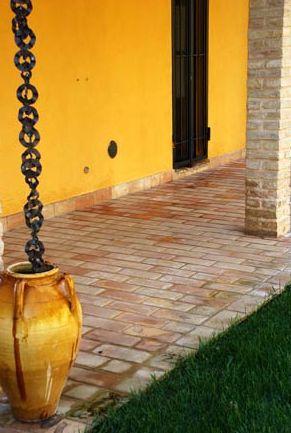 pavimenti esterni di vari tipi di materiali e colori
