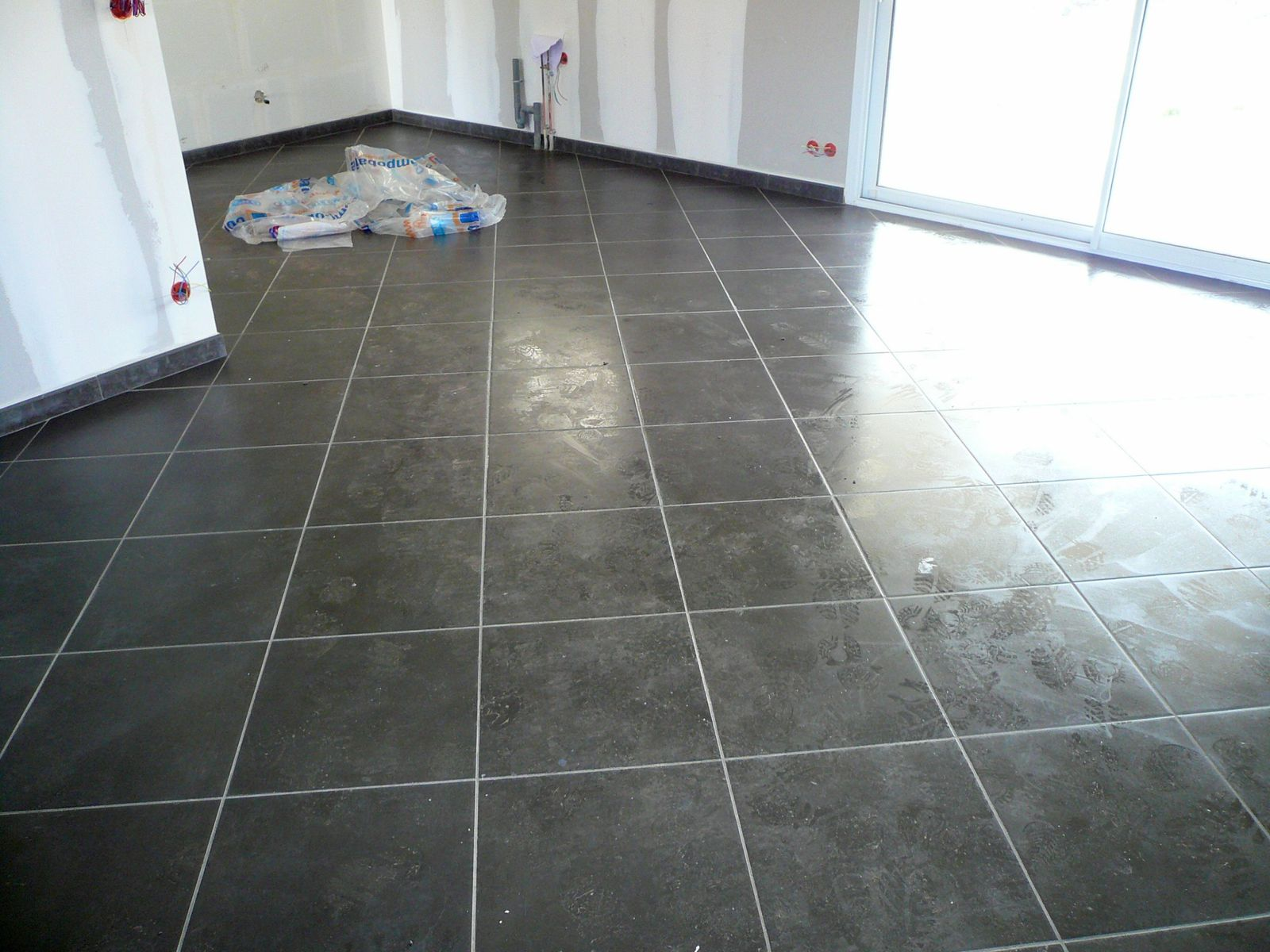 Poser du carrelage 80x80 for Joint salle de bain moisi
