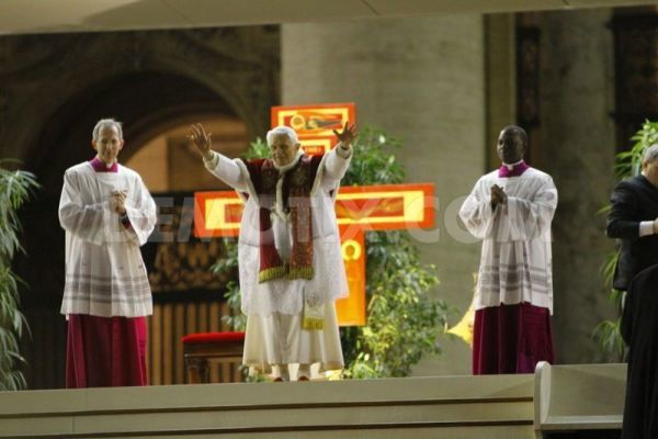 pope-benedict-xvi-celebrates-prayer-with-the-pilgrims-from-.jpg