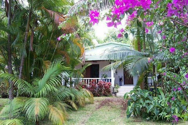 Les cases creoles le blog de patval for Le jardin creole 974