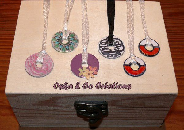 pendentifs-varies-et-pendentifs-pokeball-par-Oska-and-Co-C.jpg