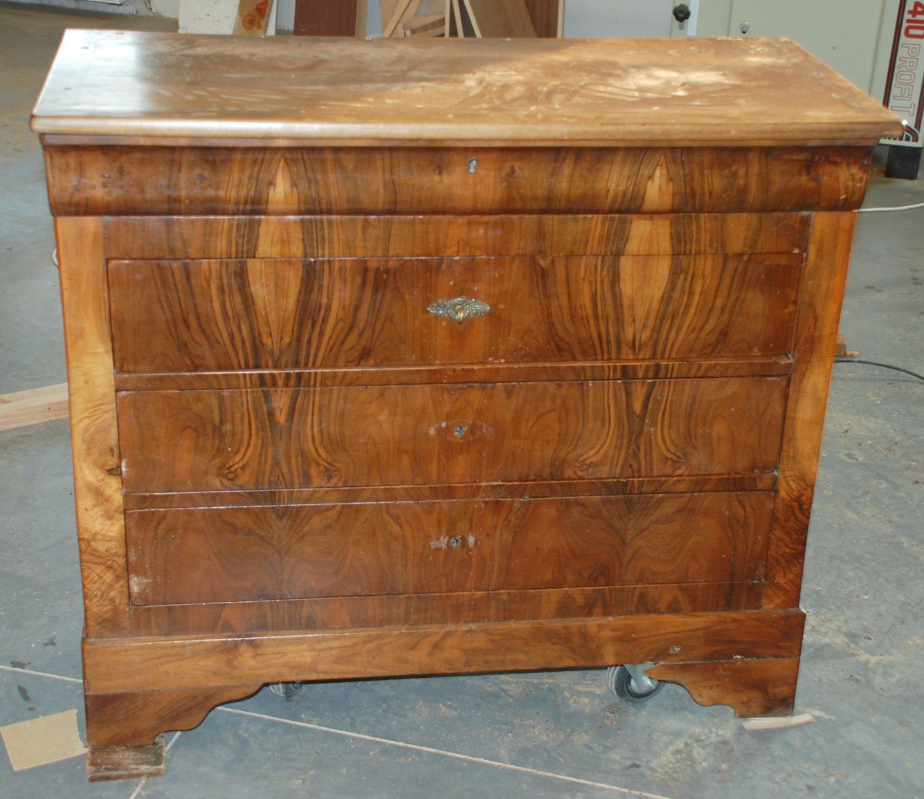Transformation et restauration dune commode en noyer
