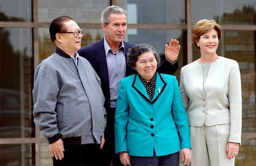 jiang_zemin_with_wife_bush_with_laura.jpg