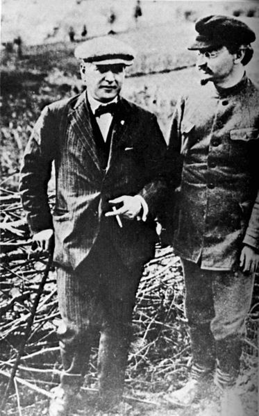 373px-Rakovsky_and_trotsky_circa_1925_trimmed.jpg
