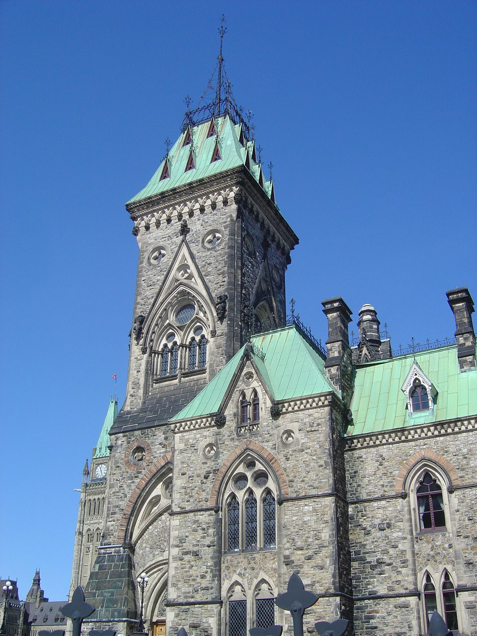 Canada le parlement ottawa lankaart for Architecture neo gothique