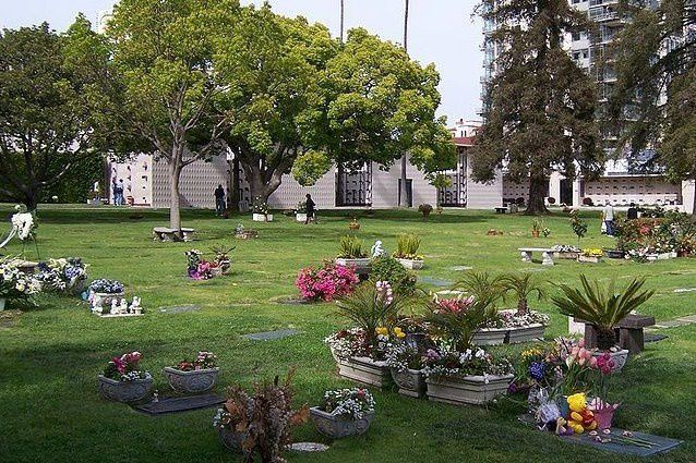 800px-Westwood_Village_Memorial_Park_Cemetery_view_to_north.jpg