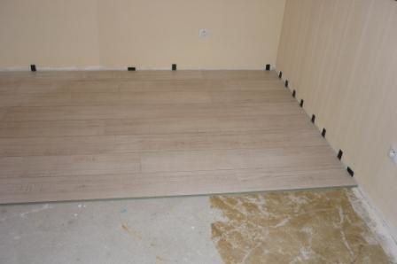 Travaux maison 6 chambre s pose stratifi le blog for Pose parquet stratifie sur carrelage