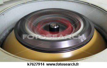 tourner-centrifugeuse_-k7627914.jpg