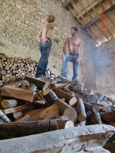 Les sources d'énergies de la Maison de Bure : bois, éolien, solaire. Et bientôt, on l'espère, le biogaz !