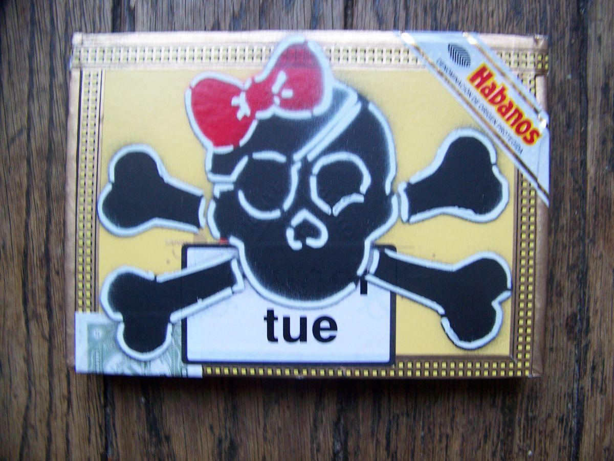 Certaines sont phosphorescentes, parfaites pour y mettre des préservatifs et ainsi les retrouver facilement sous le lit...