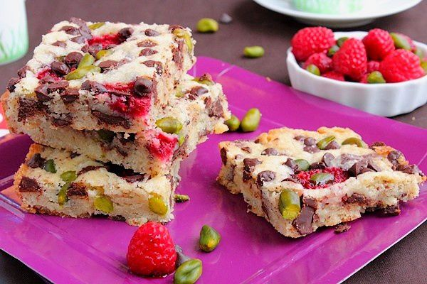 Blondies pépites de chocolat framboises et pistaches 16