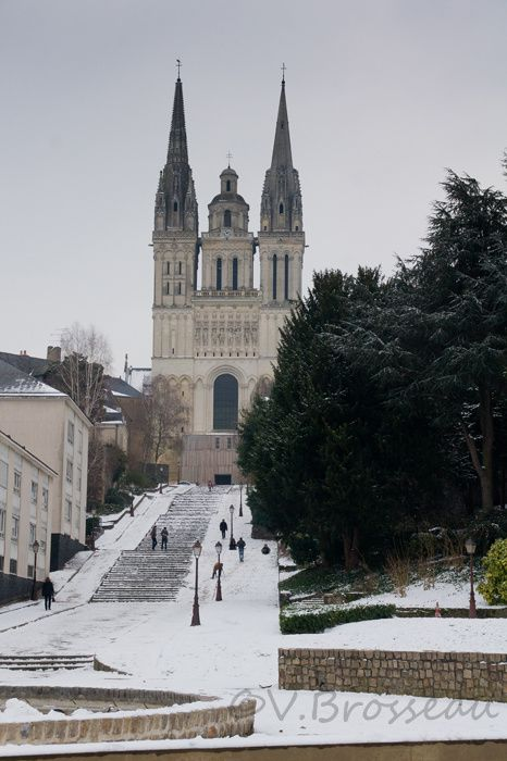 angers-cathedrale-neige
