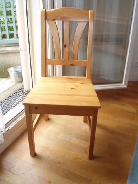 Table pin massif ikea chaises houssesune rallonge euros for Chaise de cuisine en rotin