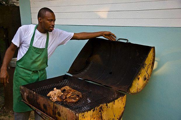 jerk-chicken-jamaica-wedding-cooking-in-jamaica-copie-2.jpg