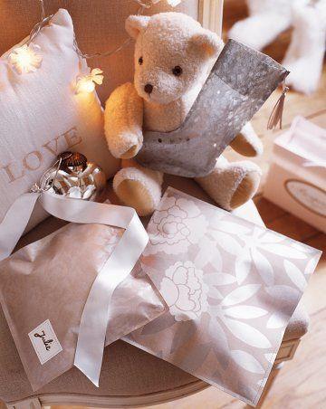 paquet-cadeau-papier-couture.jpg