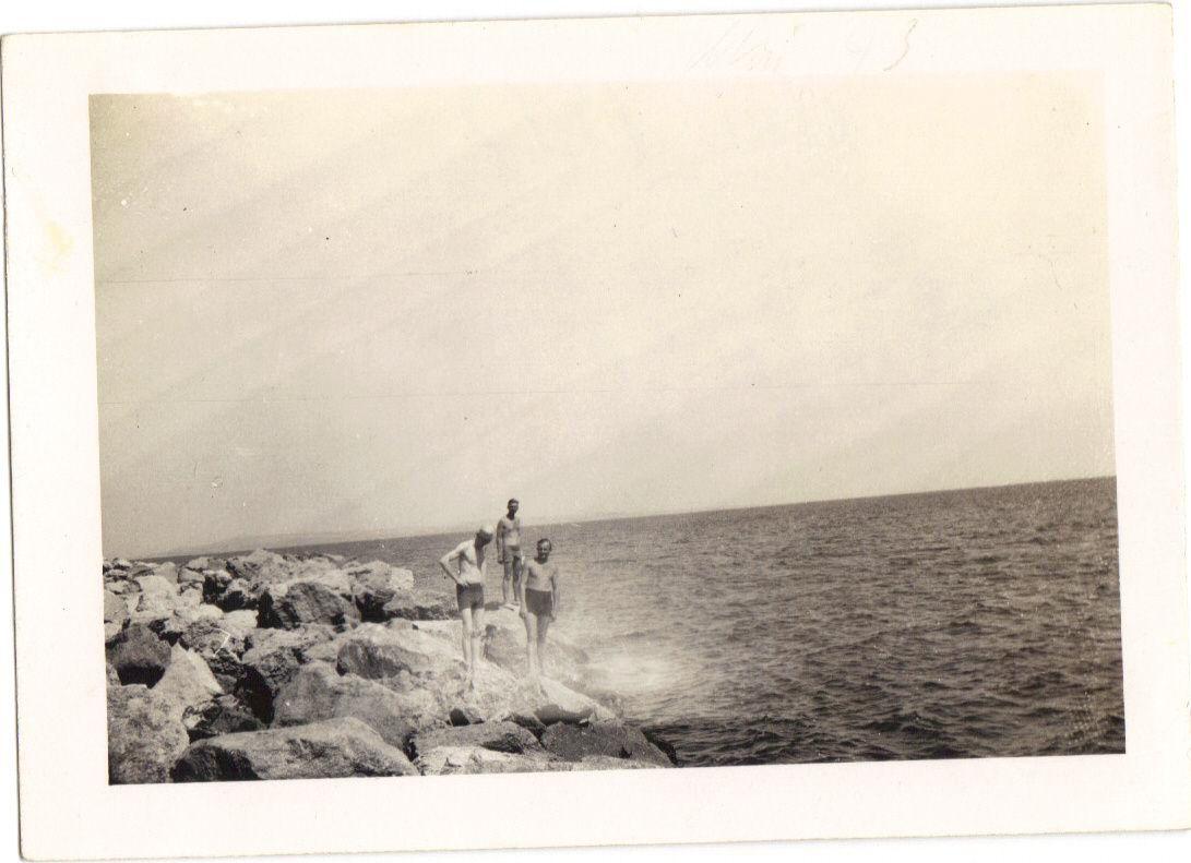 soldats-allemands-au-repos--Port-st-Louis-juin-194-copie-1.JPG