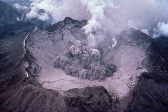 Pinatubo early eruption 1991 - T.J.Casadevall USGS