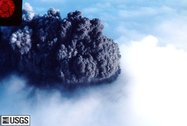 MSH80_aerial_phreatic_eruption_from_north_03-28-80_med.jpg