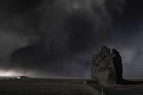 A-huge-ash-cloud-looms-ov-011.jpg